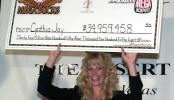 Servírka Cynthia Jay-Brennan jenž v Desert Inn vyhrála 34,9 milion dolarů na výherním automatu s progresivním jackpotem Megabucks