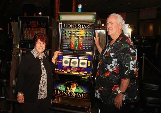 Výherní automat Lion's Share po desítkách let konečně vydal svůj progresivní jackpot ohodnocený na 2,4 miliony dolarů